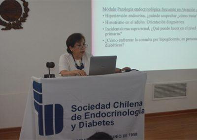 Dra. Helia Morales presentando el IX Curso de Endocrinología y Diabetes para no especialista