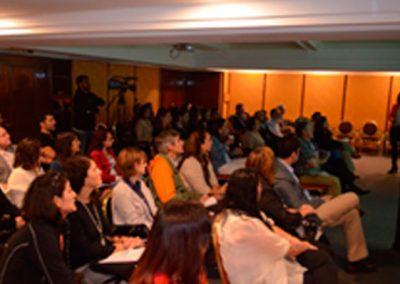 Dra. Carolina Peña presentando caso clínico