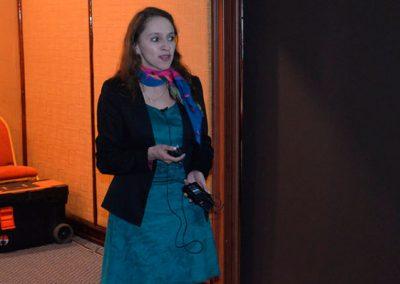 """Dra. Carolina Orellana, Becada de Endocrinología, Hospital del Salvador, Grupo Área Oriente, durante la presentación """"Manejo del macroprolactinoma en el embarazo""""."""