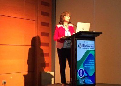 """Dra. Carmen Gloria Aylwin  en su presentación """"Hasta donde podemos llegar con el tratamiento médico en DM2"""""""