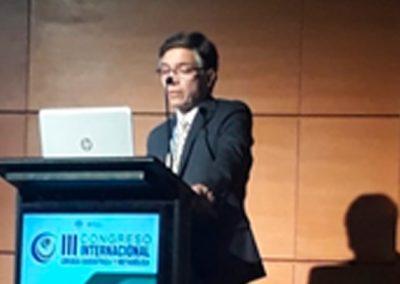 """Dr. Jorge Sapunar  presentando el Consenso """"Rol de la cirugía metabólica en Diabetes Tipo 2"""""""