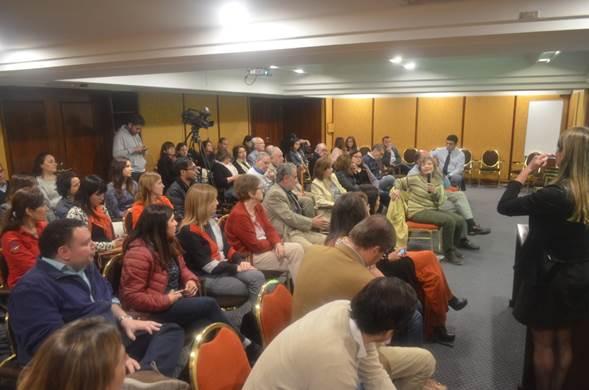 Amplia cantidad de asistentes participaron en la reunión clínica SOCHED de abril